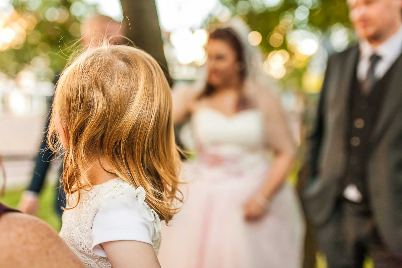 Kind mit Braut