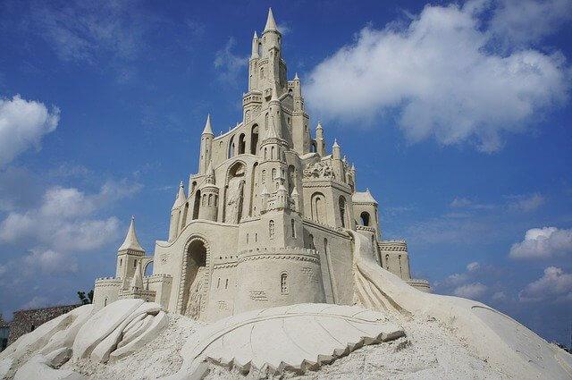 Sandburg, die wie das Märchenschloss Neuschwanstein aussieht