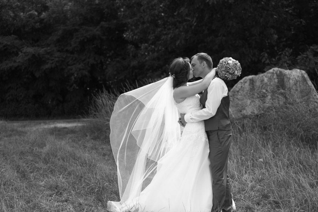 Hochzeitspaar beim Bocio Hochzeitskuss