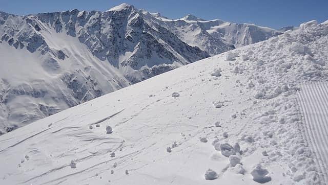mit Schnee bedeckter Berg